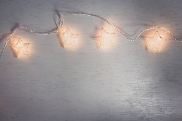 Lámpara de navidad estrella sobre fondo blanco.