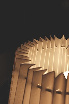 Lámpara de papel de acordeón de primer plano