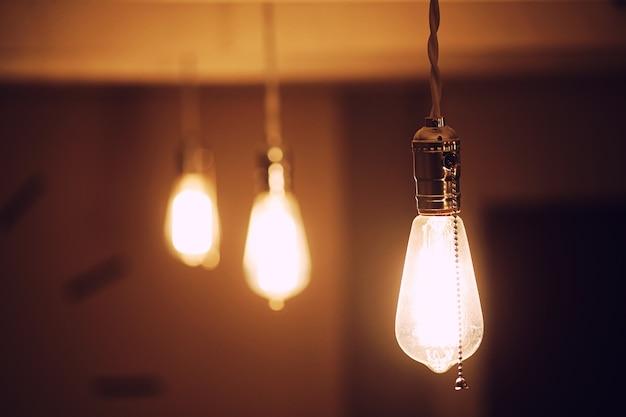 Lámparas con filamento de tungsteno. bombilla edison. filamento de filamento en lámparas vintage. diseño retro de bombillas.