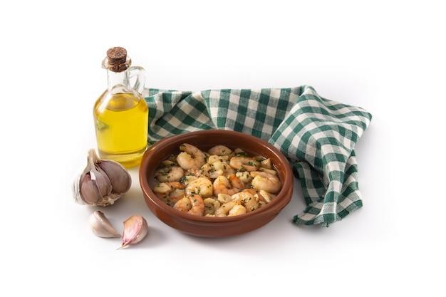 Langostinos al ajillo e ingredientes aislados en blanco