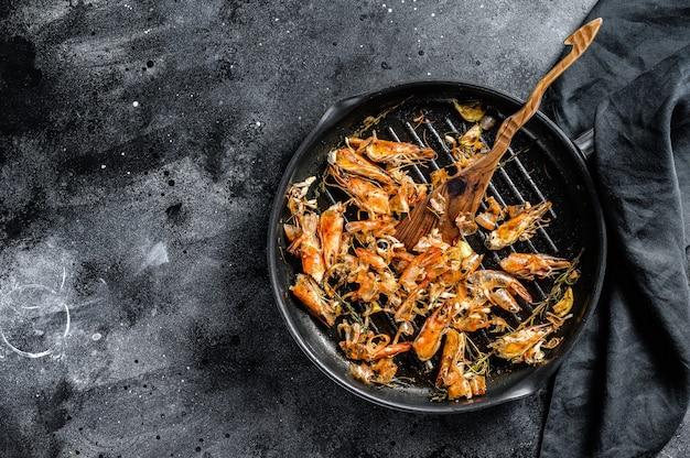 Langostinos al ajillo frito con limón y perejil