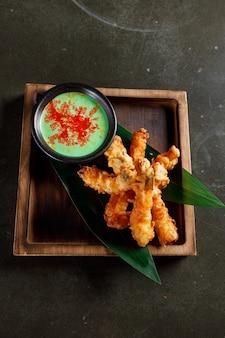 Langostinos en tempura con mayonesa de wasabi