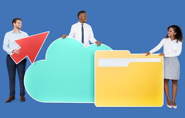Lanzamiento de concepto de internet y tecnología en la nube.