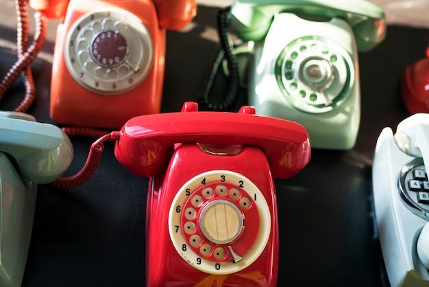 Lanzamiento de teléfono colorido vintage