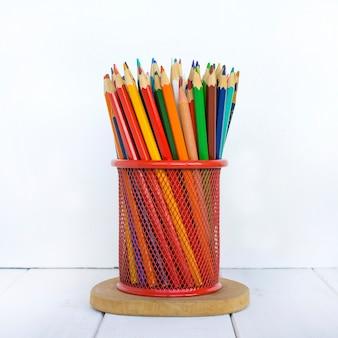 Lápices de colores blanco