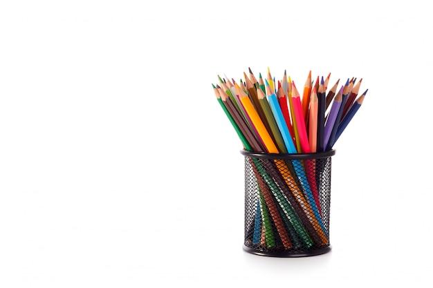 Lápices de colores en estuche metálico.