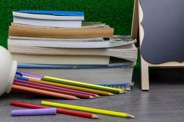 Resultado de imagen para lápices cuadernos y libros