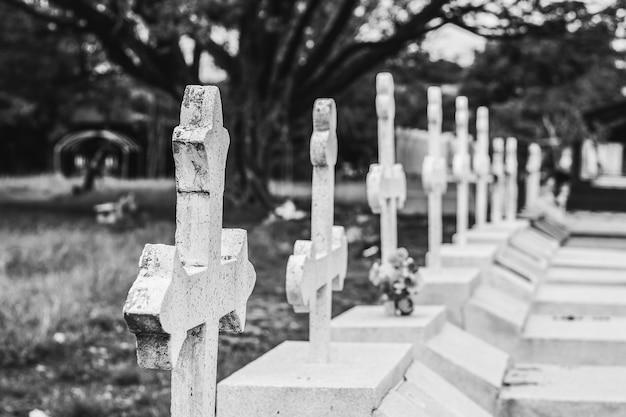 Lápidas en el cementerio