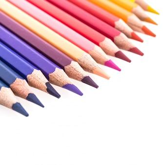 Lápiz de color aislado sobre fondo blanco