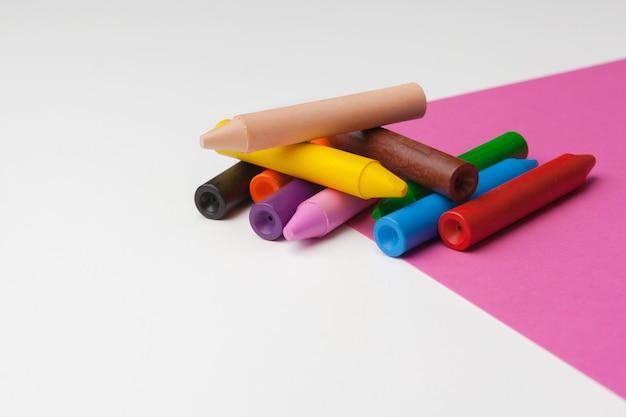 Lápiz de color. concepto de arte