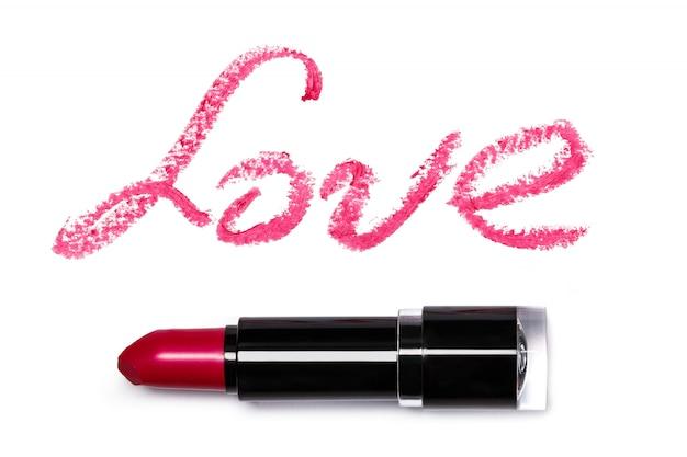 Lápiz labial rosa con efecto amor