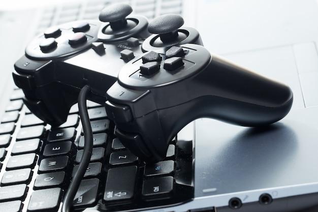 Laptop con joystick
