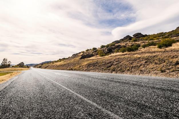 Larga carretera solitaria