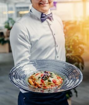 Lasaña italiana en el plato