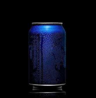 Lata de refresco con gotas de agua