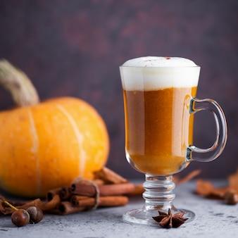 Latte de calabaza de otoño