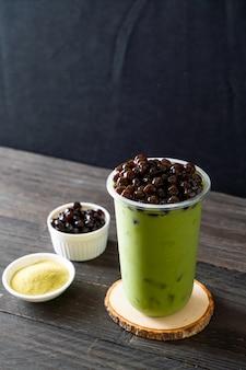 Latte de té verde con burbujas