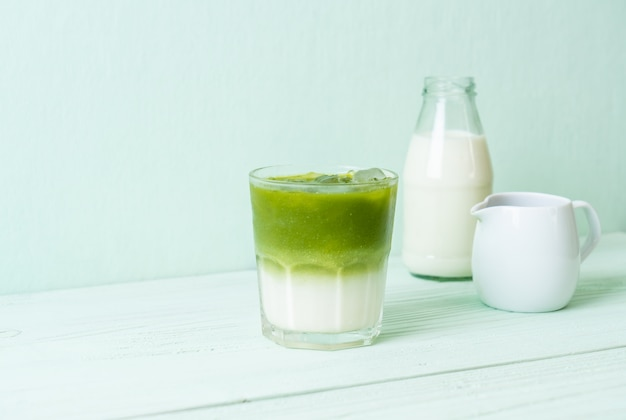Latte de té verde matcha helado
