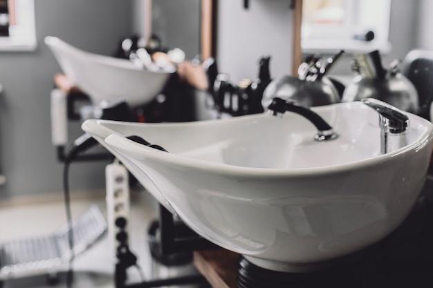 Lavabo en salón de peluquería