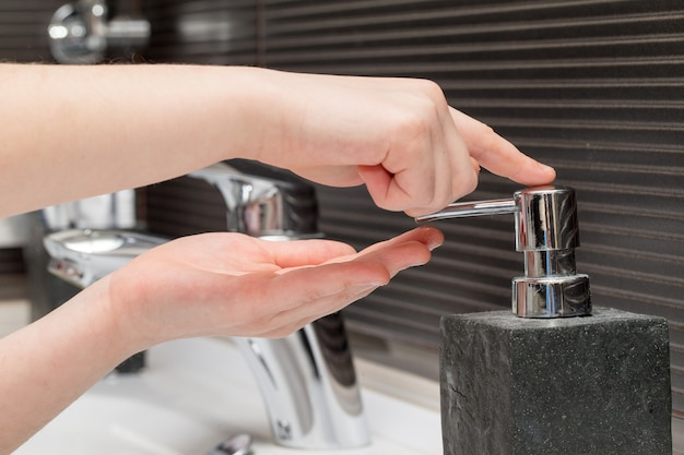 Lavarse las manos para prevenir el virus corona. deje de propagar el coronavirus.