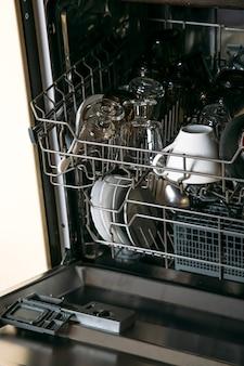 Lavavajillas con platos