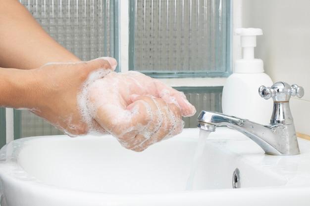 Lave jabón desinfectante para manos proteja virus bacterias contaminación personal higiénico