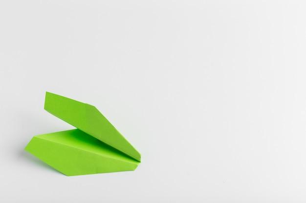 Lay flat de avión de papel blanco