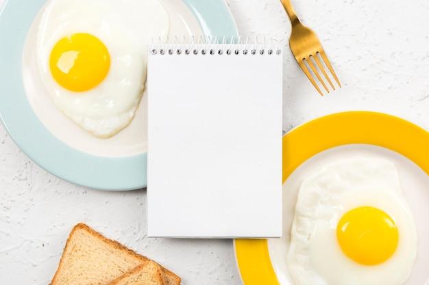 Lay flat del concepto de desayuno con espacio de copia