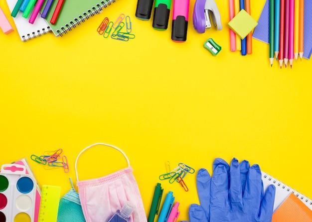 Lay flat de elementos esenciales de la escuela