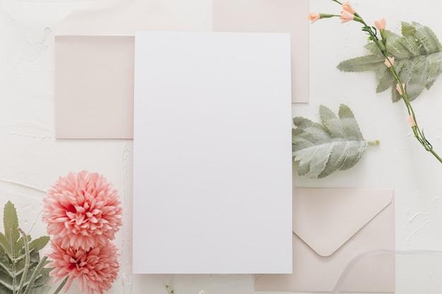 Lay flat de invitación de boda con espacio de copia