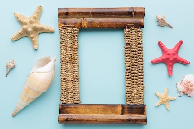 Lay flat de marco de madera con espacio de copia