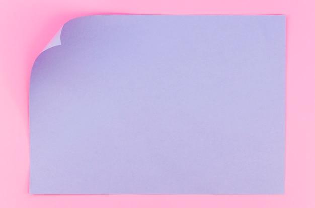 Lay flat de papel colorido con esquina doblada