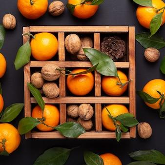 Lazo con nueces y naranjas