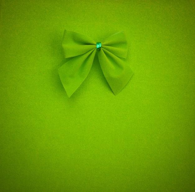 Lazo verde sobre un fondo verde