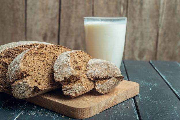 Leche y productos de panadería.