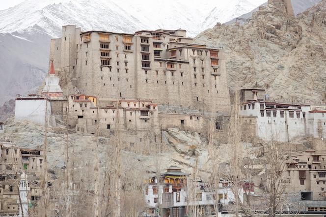 Leh palace en cachemira india