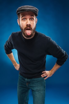 La lengua colgando hombre