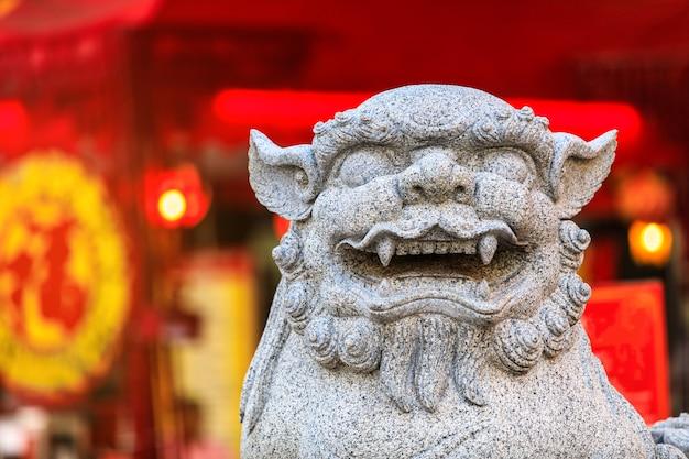 León de piedra tallada en el templo de los chinos.