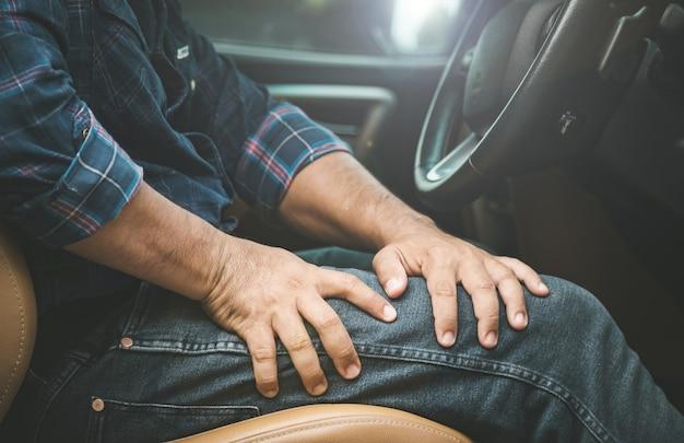 Lesión o hombre cansado por conducir