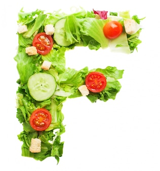 Letra f apetitosa hecha con verduras orgánicas