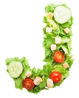 Letra j deliciosa hecha con lechuga orgánica