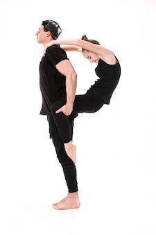 La letra p formada por cuerpos de gimnasta.