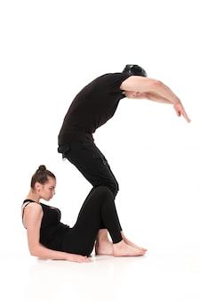 La letra s formada por cuerpos de gimnasta.