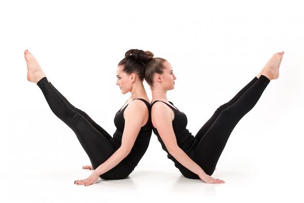La letra w formada por cuerpos de gimnasta
