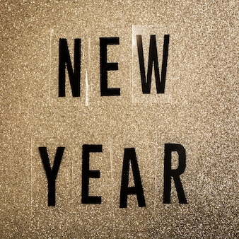 Letras de año nuevo sobre fondo sepia de ruido