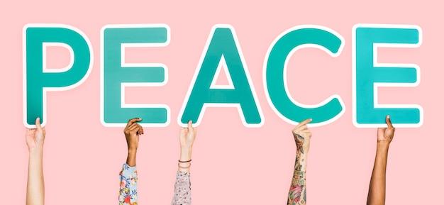 Letras azules formando la palabra paz