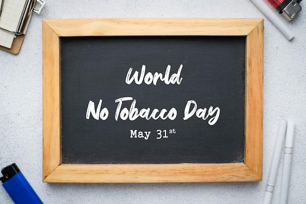 Letras del día mundial sin tabaco sobre fondo de pizarra. dejar de fumar concepto