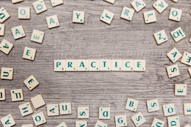 Letras formando la palabra practice