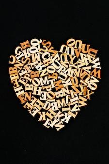 Letras de madera en forma de corazón