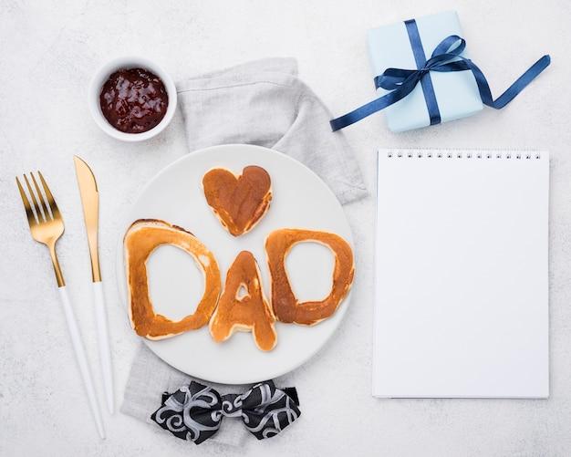Letras de pan para el día del padre y el bloc de notas